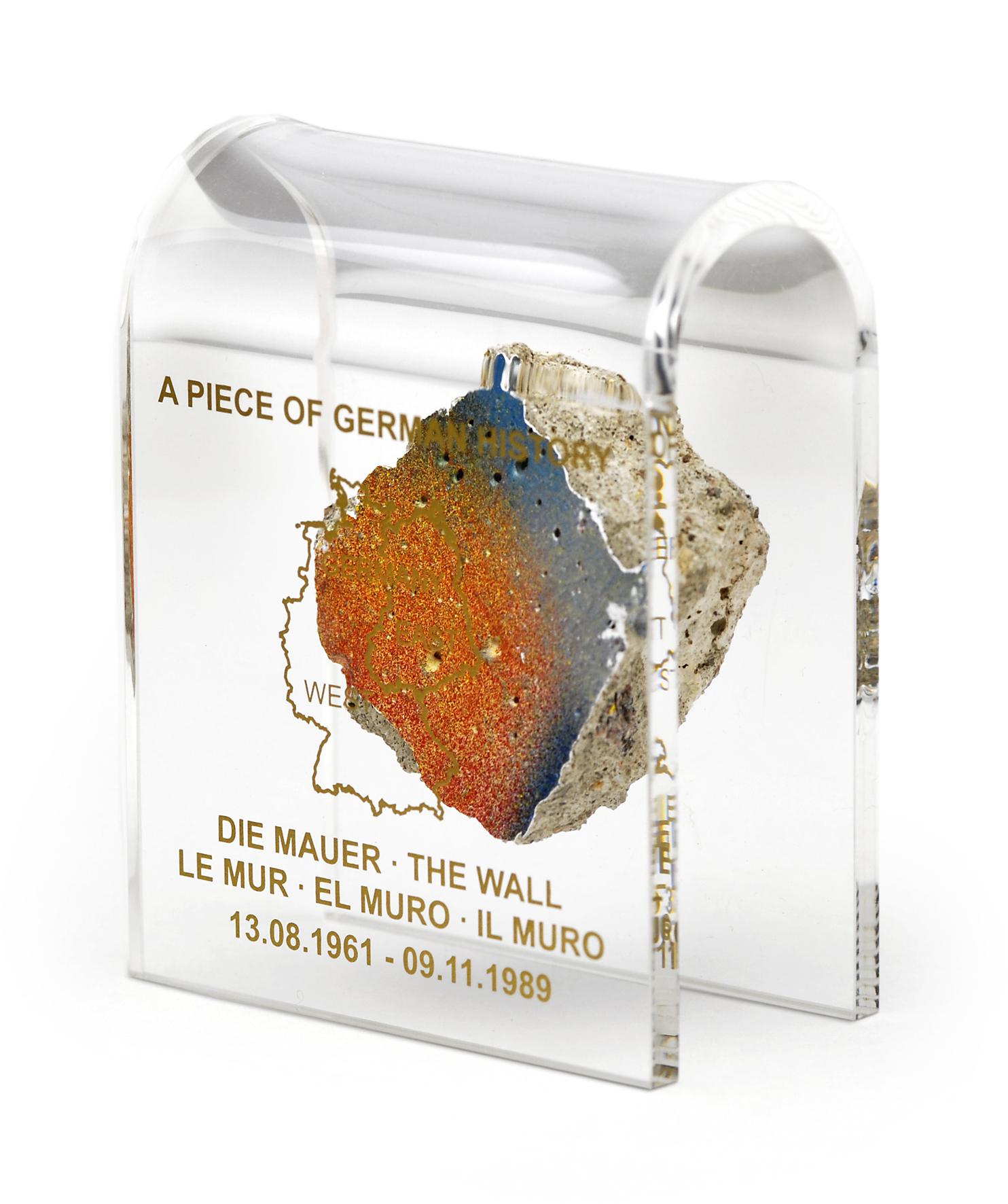 """Mauer-Acrylbogen mittel """"A Piece of German History"""""""